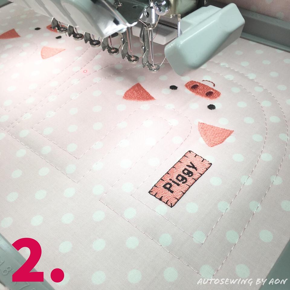 2. นำไปปัก อันนี้อ้อนเลือกปักลงบนผ้าคอตตอนค่ะ บุใยโพลีเอสเตอร์แบบแผ่นไว้ด้านล่าง ขึงไปพร้อมกันกับสะดึงเลยค่ะ รองปักใต้สะดึงด้วยกระดาษรองปักแบบฉีก