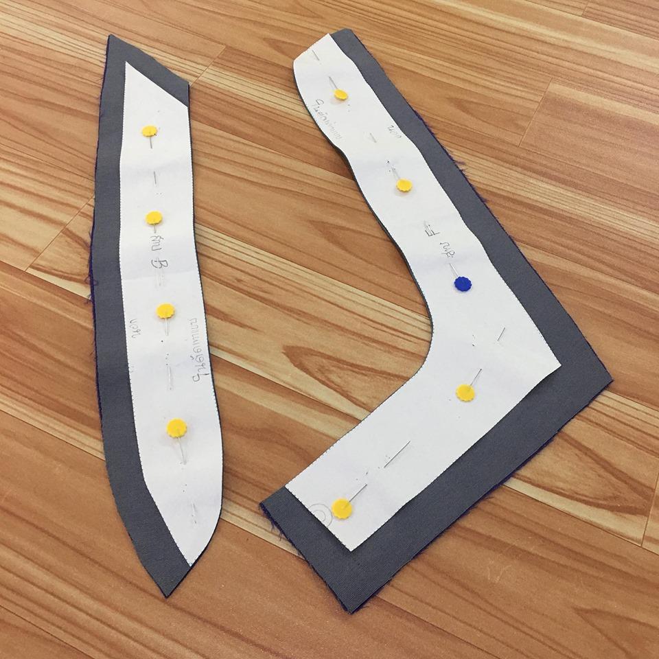 ตัดตะเข็บของสาบเสื้อที่จะไปอยู่ด้านในออก